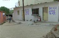 विरोधियों की दीवारों पर जबरन लिखा- 'मेरा घर, भाजपा का घर'